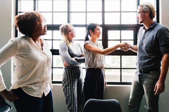 Cómo contratar a un consultor de responsabilidad social