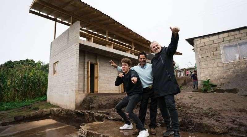 Miguel Bosé apoyó a la reconstrucción de México