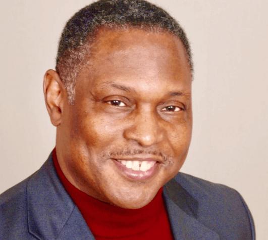 Ejemplos de emprendedores sociales - El Reverendo Holston fundó POWER, la organización más grande de su tipo en la región del Atlántico.