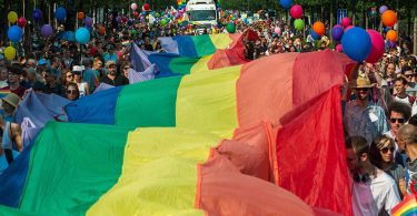 """""""No hacemos cosas gay"""" dice Nivea... y su agencia renuncia a ellos"""