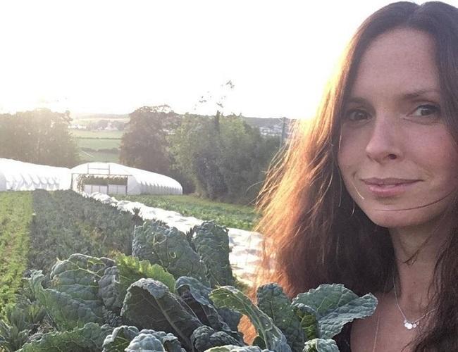 Lucie Brown es madre de dos hijos, que trabaja en el sector sin fines de lucro y es activista del clima.