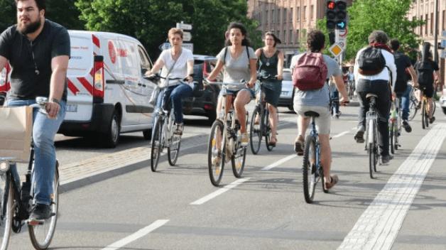 Conocida como la ciudad con más bicicletas en Francia, Estrasburgo tiene una nueva estrategia de bicis que agregará nuevas autopistas para bicicletas en los suburbios cercanos y animará a nuevos usuarios.