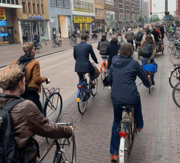 Esta ciudad holandesa ya es apta para bicicletas, pero planea duplicar el número de personas que andan en bici para 2030.