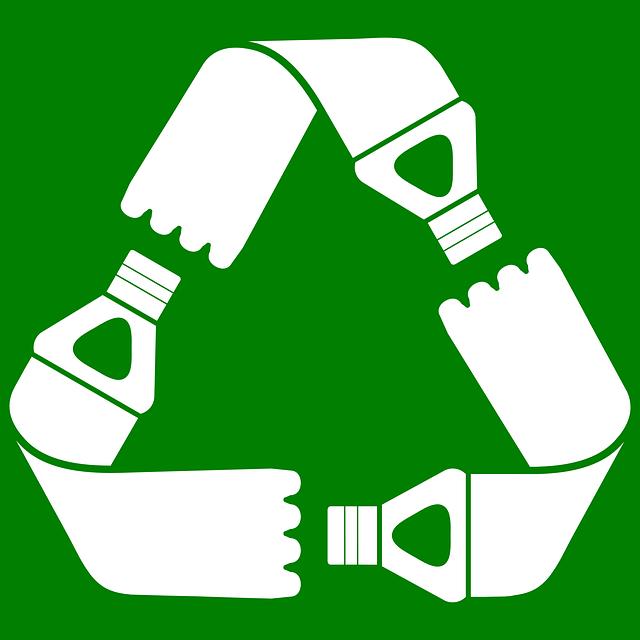 botellas recicladas. Adidas aumentará el uso de poliester reciclado