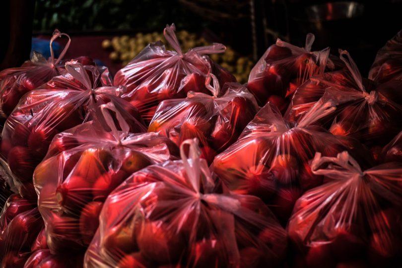 Nueva York también prohibirá las bolsas de plástico... con pequeñas excepciones