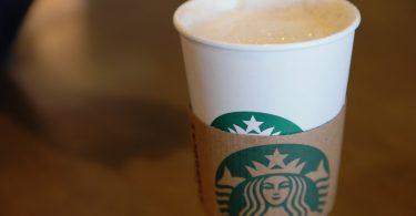 Starbucks comenzará a probar por fin vasos reciclables