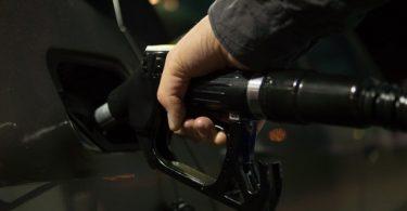 Bomba de gas. ¿Debieran tener las gasolinas leyendas de advertencia por cambio climático?
