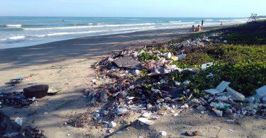 Contaminación. ¿Se puede compensar el plástico como el carbón?