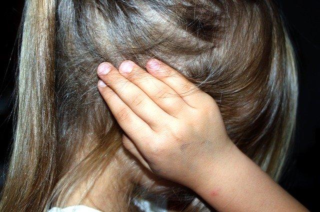"""Niña. Secretario de la ONU pide un """"alto a la violencia en el mundo""""... ¡violencia doméstica!"""