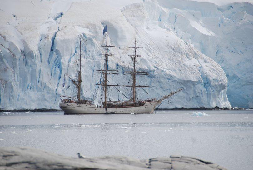 Bote. Los plásticos llegan a la Antártica