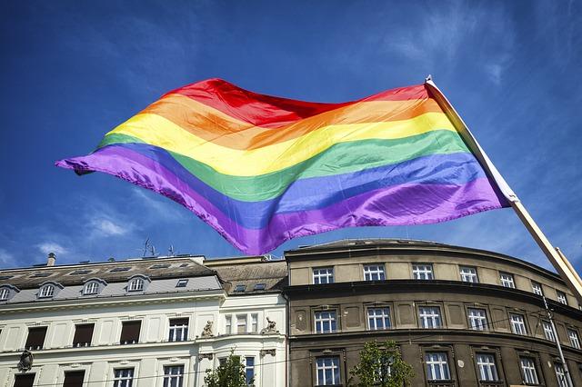 Bandera. Skittles volverá a usar su controvertido empaque sin colores en honor al Orgullo LGBTQ .