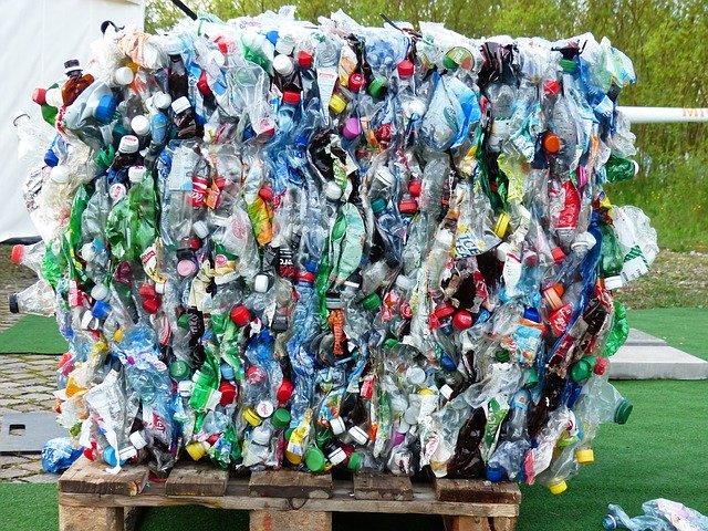 Botellas. Plástico barato virgen se está vendiendo como reciclado