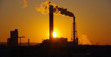 Las ganancias de los combustibles fósiles colapsarán en dos tercios