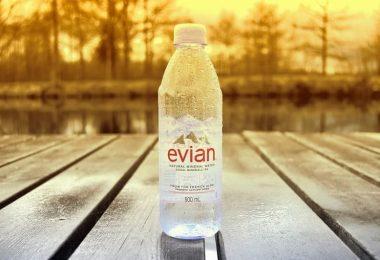 ¡Wow! La nueva botella de Evian, ¡100% reciclada y sin etiqueta de papel!