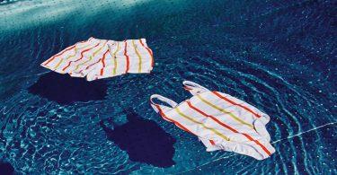 Traje de baño. McDonalds recicla sus popotes en... ¡trajes de baño!
