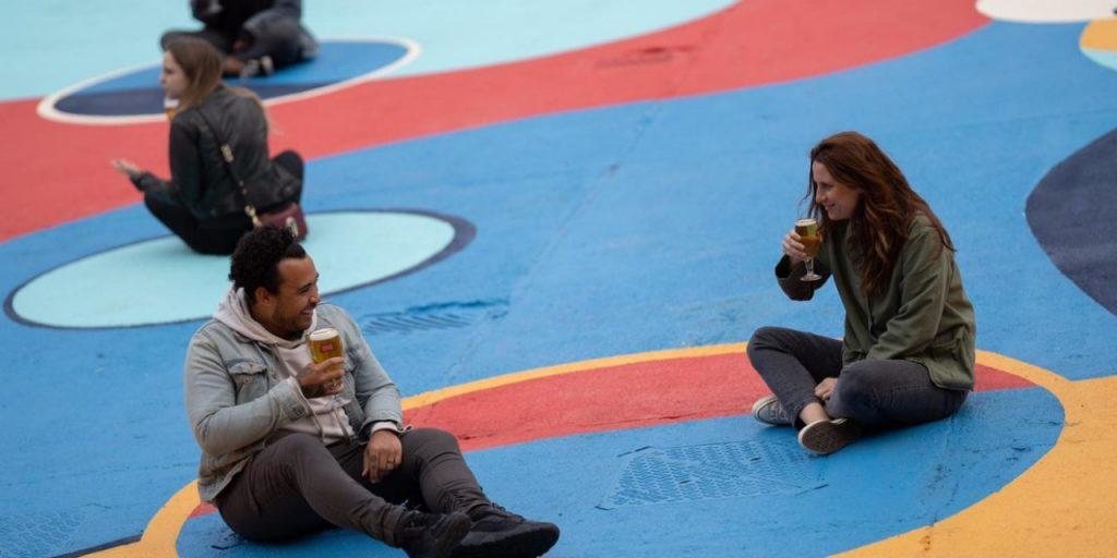 Stella Artois, la cerveza de AB InBev, impulsa la distancia social así...