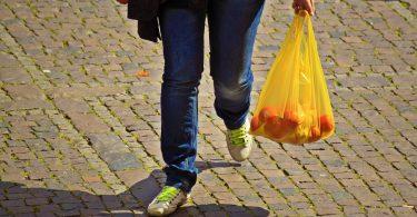 Walmart y otros gigantes del retail revolucionarán la bolsa de plástico