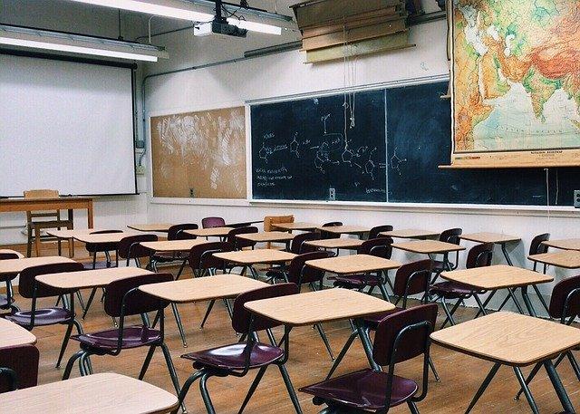 Salón de clases. La pandemia puede borrar décadas de progreso educativo: Guterres