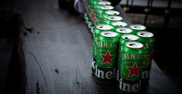 Heineken. Sustituye Heineken el plástico de sus arillos de cerveza por cartón, en Europa