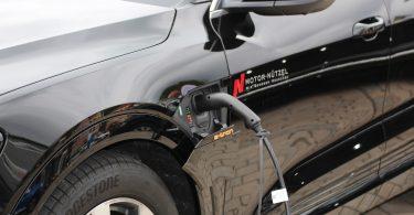 Ley prohibirá autos solo a gasolina en California antes de 15 años