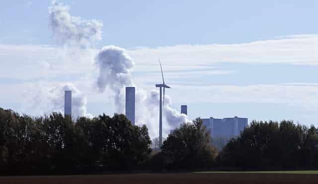 Planta eléctrica. La energía solar y eólica ya alimentan a la décima parte del mundo