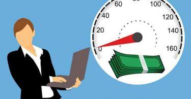Mujer trabajando.¿Está la economía construida sobre el trabajo no remunerado de las mujeres?: Melinda Gates