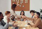 Reunión.4 formas en que Biden busca promover la diversidad corporativa