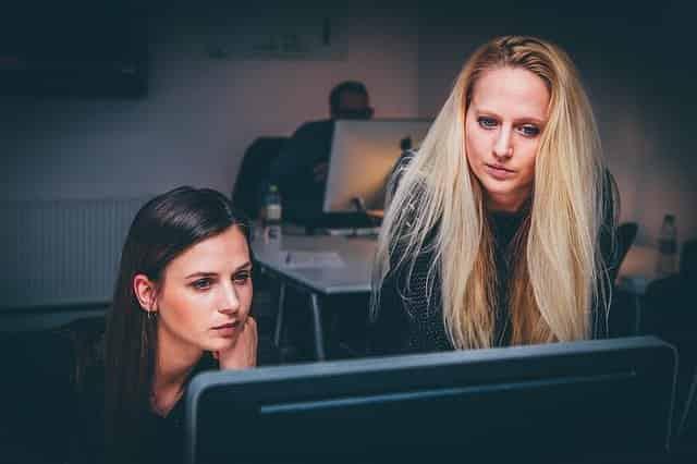 Mujeres. 3 acciones de las empresas para que las mujeres no tengan que elegir entre ser madres y profesionales