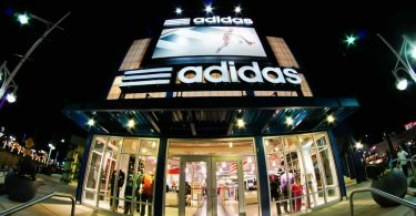 Tienda adidas. Adidas planea usar materiales sostenibles en el 60% de sus productos en 2021