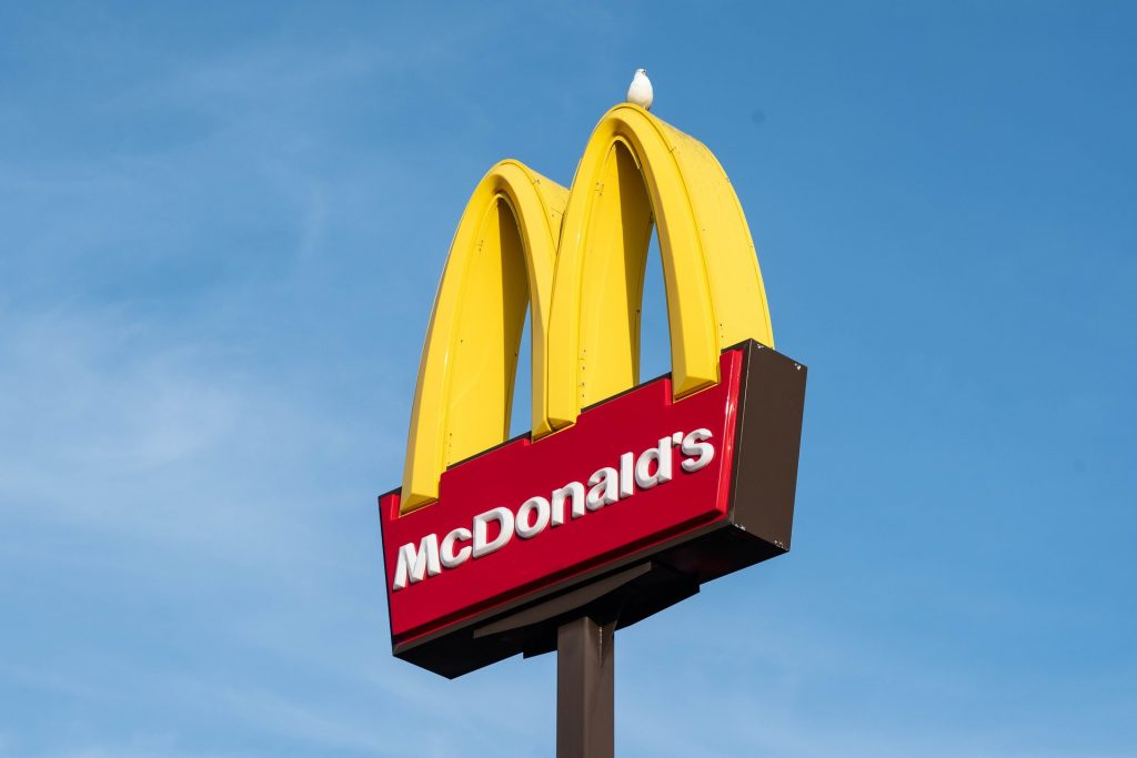 McDonald's lanza nuevas bandejas hechas con desperdicio de comida