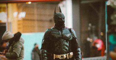 Batman. WarnerMedia lanza trailer COVID-19, con sus íconos cinematográficos usando cubrebocas