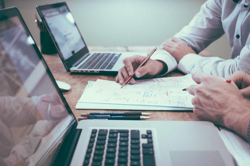 Oficina. Empresas más grandes son las más propensas a cometer fraude financiero