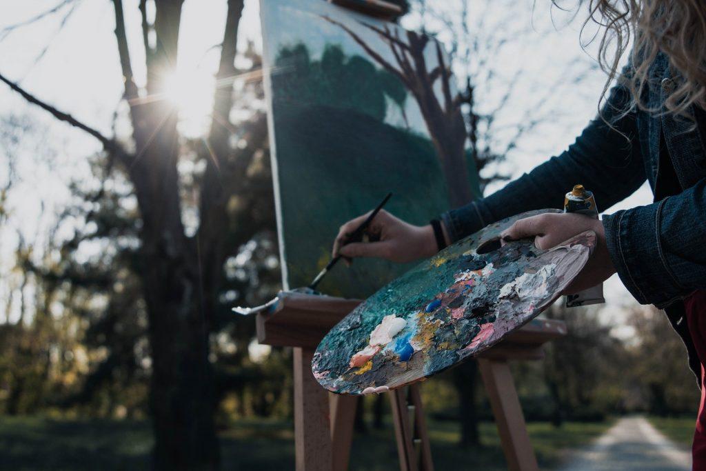 ¿Cuántas obras de arte de mujeres, se venden? Pintando la inclusión