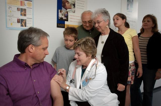 Vacuncación. 10 datos de la vacunación en América Latina revelados por Amnistía Internacional