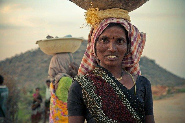 mujeres que trabajan en la India