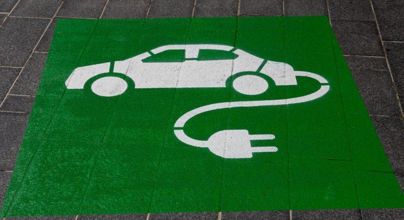 Señalamiento carro eléctrico. Esta empresa está desarrollando el primer auto cero emisiones desde fábrica
