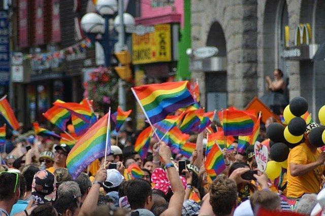 acoso a la infancia LGBTQ+