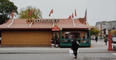 McDonald's demandado por discriminación racial en EEUU por 10 mil MDD