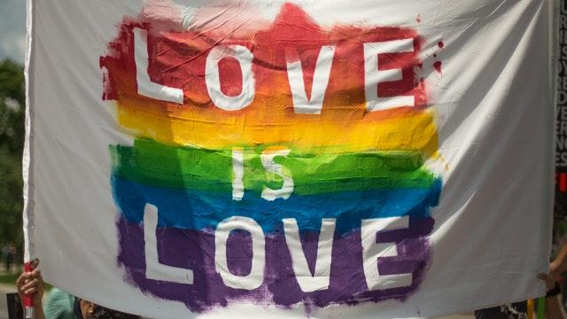 curas rebeldes por LGBTQ+