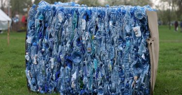 Estas marcas presentan las primeras botellas recicladas con enzimas en el mundo