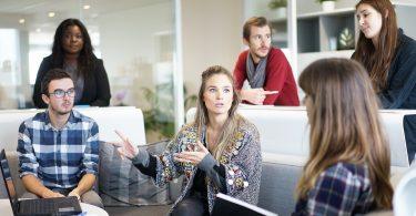 5 mitos laborales que crean un lugar de trabajo tóxico