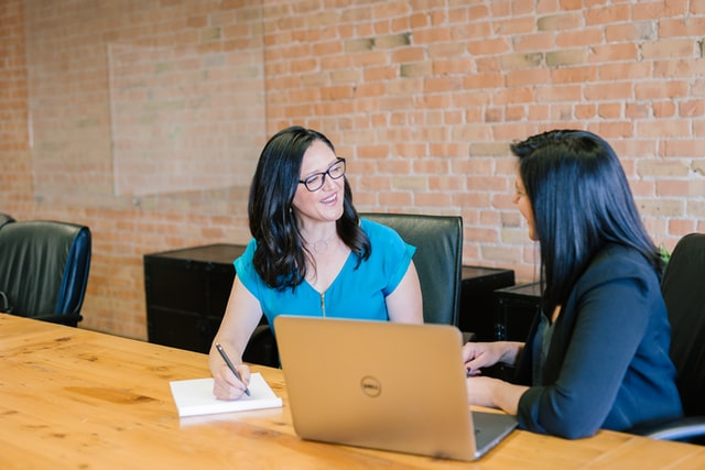 como recompensar a los colaboradores en una cultura de trabajo tóxica