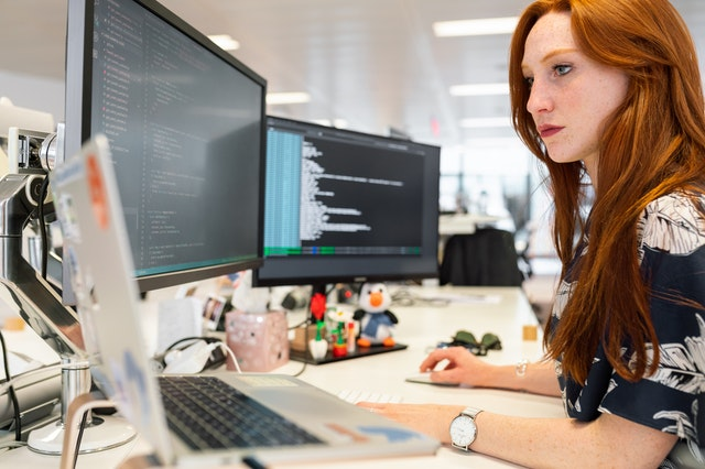 mujeres con carreras STEM