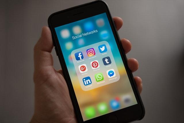 redes sociales vs talibán