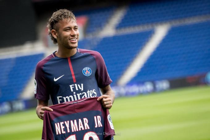 El contrato ético de Neymar: saludar, ser amable y no criticar, por 375 mil euros al mes