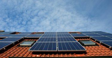 Techos con paneles solares... ¿y si fueran la mitad en el mundo?