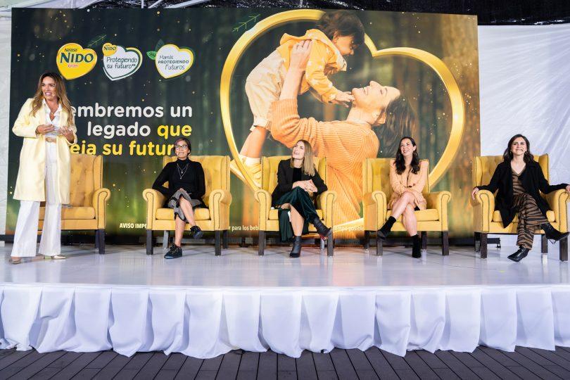 """El pasado 6 de octubre se presentó la campaña """"Protegiendo Su Futuro"""", una iniciativa de NIDO Kinder® 1+ que forma parte de sus acciones para apoyar el amor de las madres hacia sus hijos y su preocupación por proteger un futuro mejor para ellos a través de acciones de reforestación. De acuerdo con los datos publicados por la Organización de las Naciones Unidas para la Alimentación y la Agricultura (FAO) en su informe Evaluación de los recursos forestales mundiales 2020, México perdió más de 1.25 millones de hectáreas de bosques en el periodo de 2010 a 2020. Por esta razón y unido a la necesidad de las mamás por propiciar un ambiente más favorable, NIDO® se compromete a plantar un millón de árboles en más de 1,200 hectáreas que equivaldrían a reforestar cerca de dos veces el Bosque de Chapultepec. La reforestación abarca diferentes zonas de Campeche, Chiapas, Jalisco, Querétaro y Veracruz, en colaboración con las comunidades locales y los especialistas que forman parte de NIDO® y Nestlé®. """"El compromiso de Nestlé y de sus marcas con las familias mexicanas es real y cada día trabajamos para llevar a cabo acciones contundentes para ejercer un impacto positivo en la sociedad, sobre todo en quienes van a heredar este planeta: los niños. """"Protegiendo Su Futuro"""" es parte de un gran proyecto en materia de sustentabilidad alineado a los Objetivos de Desarrollo Sostenible de la Agenda 2030 de la ONU"""", explicó Julieta Loaiza, Vicepresidente de Comunicación y Asuntos Corporativos de Nestlé México. Por su parte, Lourdes Muñoz, Vicepresidente de Nestlé Nutrición México, comentó: """"En NIDO® nos unimos con One Tree Planted para plantar un millón de árboles en el territorio mexicano. Los árboles son parte de los pulmones del país y es de suma importancia que las zonas que se han visto afectadas por la deforestación se rehabiliten. Apoyar el medio ambiente de esta manera, es nuestra forma de proteger tanto al planeta en el que vivimos como a las mamás mexicanas preocupadas por el bien"""